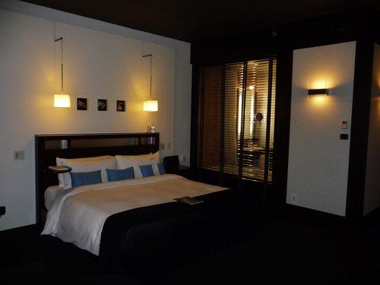 hotel le germain montreal lit et salle de bain