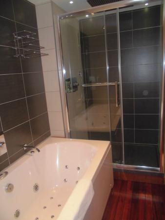 hotel le montana baignoire balneo et douche