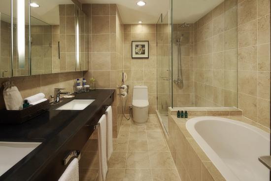 Sofitel Suite Bathroom - Picture of Sofitel Philippine ...