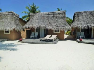 our beach bungalow - Picture of Kuredu Island Resort & Spa ...