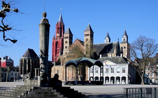 Antigua plaza de Armas - Opiniones de viajeros sobre Vrijthof ...