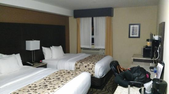 ... Hawaiian Gardens La Quinta Inn Savannah Midtown GA Booking Com Gallery  Image Of This Property Room Photo La Quinta Inn Suites Oklahoma City Yukon  Photo ...