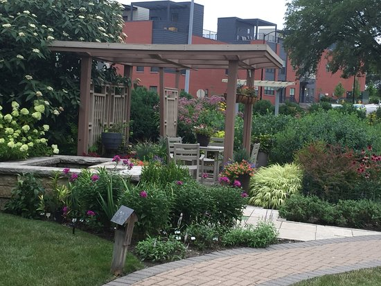 Better Homes And Gardens Test Garden (Des Moines, IA): Top