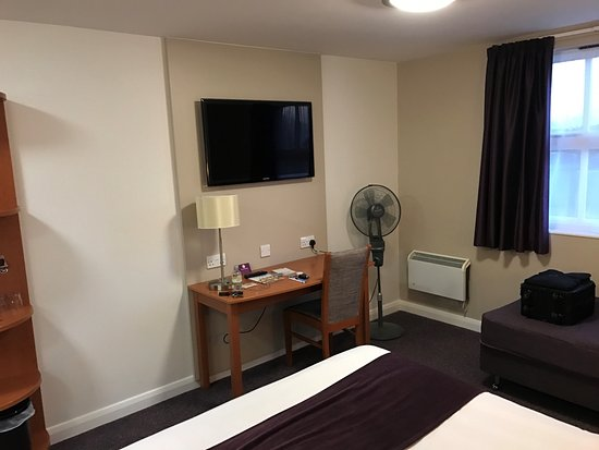Premier Inn Crewe West Hotel Reviews Photos Amp Price