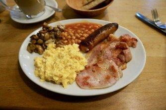Resultat d'imatges de breakfast with scrambled eggs