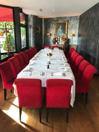 table pour groupe de 16 personnes