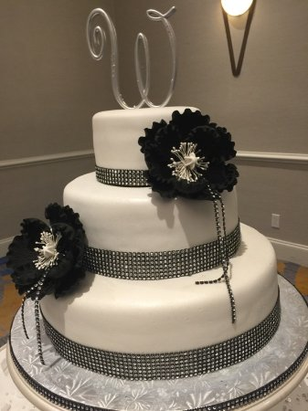 3 Tier Black and White Wedding Cake   Picture of Cake Artista     Cake Artista  3 Tier Black and White Wedding Cake