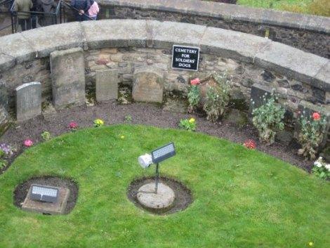 Risultati immagini per cimitero degli animali del Castello di Edimburgo