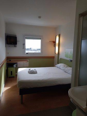ibis budget marseille l estaque chambre double avec un grand lit