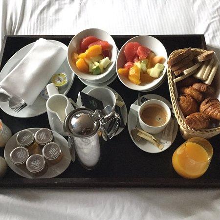 hotel banke plateau petit dejeuner au lit tres bon et tres frais