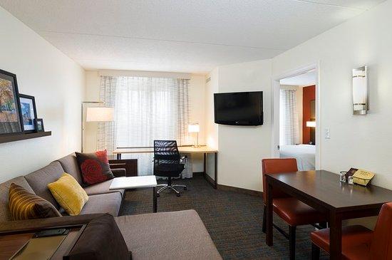 Suite Center C 10 Staples