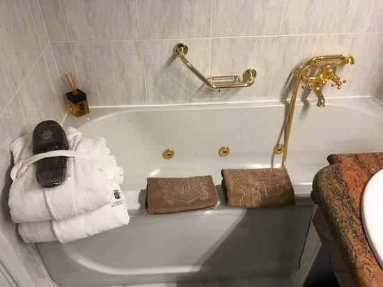 grand hotel dino baignoire balneo