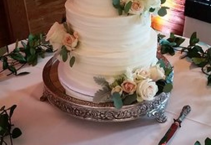 3 Tier Wedding Cake With Fresh Flowers Picture Of Oh Snap