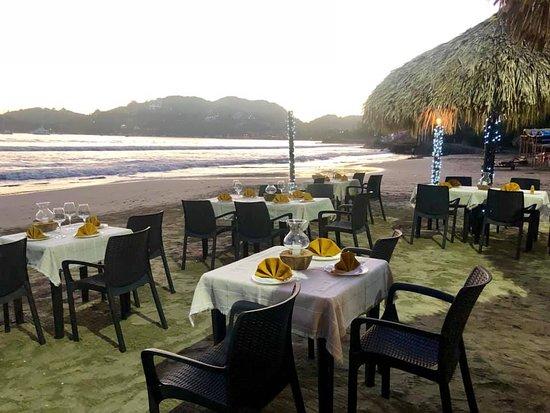 Disfruta de la hermosa vista de los atardeceres en Playa La Madera ...
