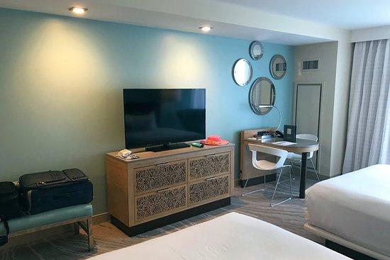 Very Comfortable Beds And Another Large Screen Tv In Bedroom Foto Zota Beach Resort Longboat Key Tripadvisor