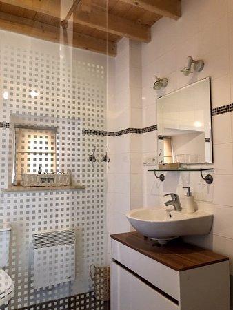 de bain douche italienne et toilettes