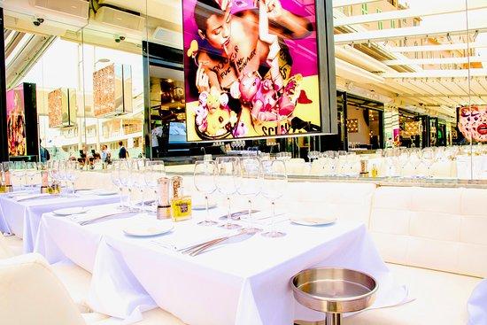 Le Quai Restaurant St. Tropez dine like the rich and famous at the Cote d'Azur
