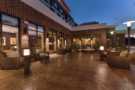 find hotels near the mall at robinson