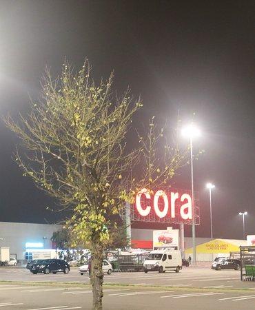 Le Parking Est Immense Et C Est Facile Pour Trouver Une Place Picture Of Cora Cafeteria Metz Tripadvisor