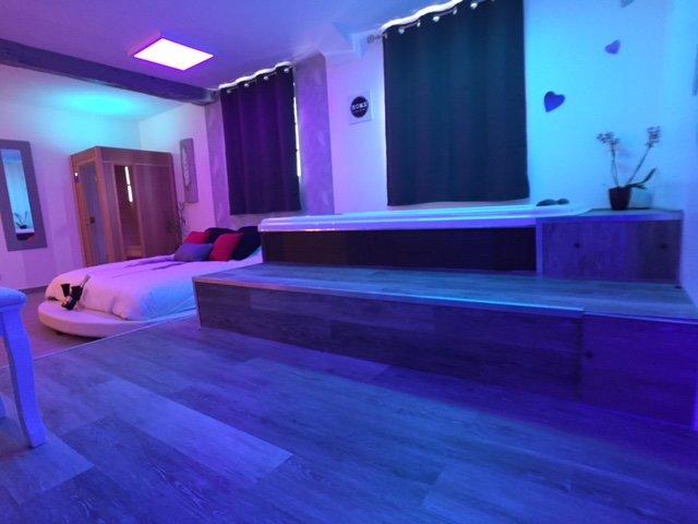 Suite Cupidon Avec Spa Et Sauna Terrasse Privatif Updated 2021 Tripadvisor Melun Vacation Rental