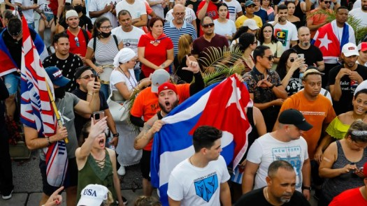 Thousands of Cubans protest against the government 2