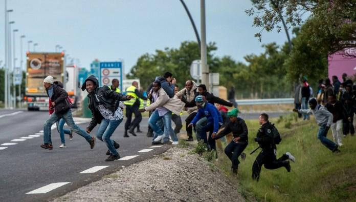 https://i2.wp.com/media-cldnry.s-nbcnews.com/image/upload/t_nbcnews-ux-2880-1000,f_auto,q_auto:best/newscms/2015_31/1147461/150730-calais-france-migrants-jpo-354a.jpg?resize=696%2C394&ssl=1