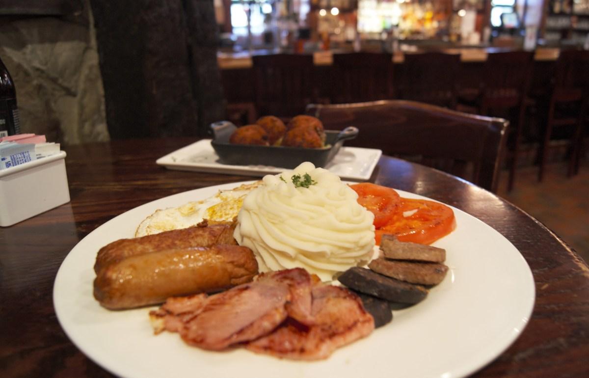 Irish breakfast, croquettes