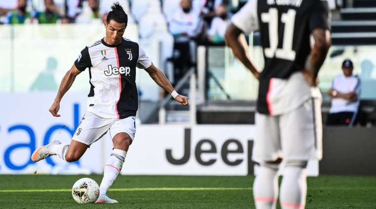 """Goal - 3: 1 - 61 'Ronaldo K., Juventus. Cristiano Ronaldo (Juventus) is struck with a free kick, which was assigned literally a meter from the penalty box line. And the exact hit right into the """"nine""""! Fans are always happy to see such goals."""