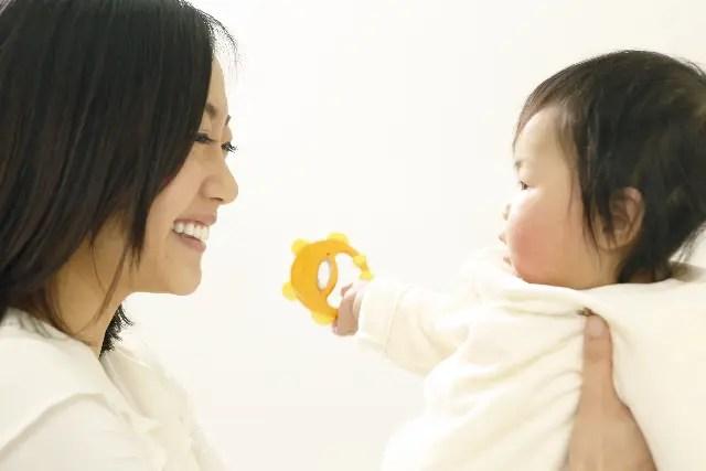 赤ちゃんがおしゃべりをするのはいつからなの?早い遅いの時期はある?