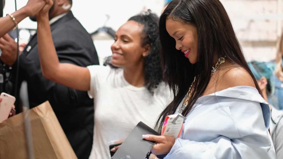 Descubra como Rihanna gasta a sua incrível fortuna