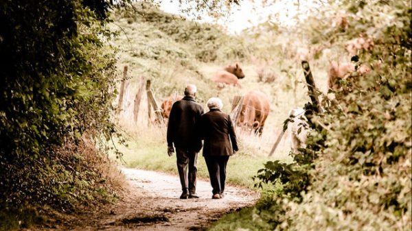 Walking patterns could indicate specific types of dementia in patients, study finds