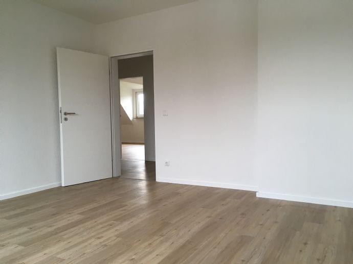 3 Zimmer, Küche, Bad, WC, 2.OG, 95 qm, ab 01.04.2019 Etagenwohnung