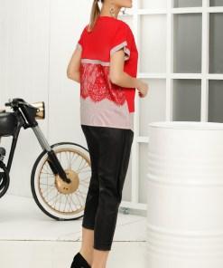 Tricou rosu casual cu croi larg decolteu la baza gatului cu imprimeuri grafice