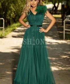 Rochie verde lunga cu pene pe umar