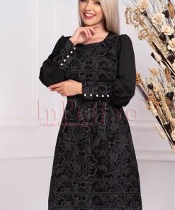Rochie Moze neagra cu imprimeu de seara tip A midi cu decolteu rotund si maneca lunga cu nasturi albi tip perla