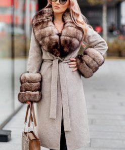 Palton dama bej din lana de alpaca cu guler din blana naturala de samur bej Serena