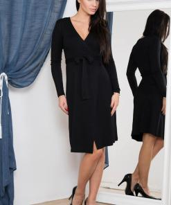 Rochie eleganta, de culoare neagra, cu aspect petrecut
