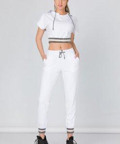 Costum sport alb cu benzi la baza si strasuri