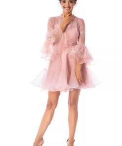 Rochie Ana Radu roz prafuit de lux scurta in clos din dantela si voal cu maneci trei-sferturi tip clopot