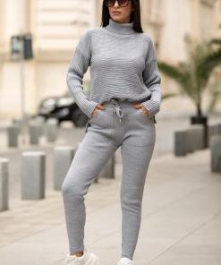 Trening dama din tricot gri cu bluza pe gat si model impletit