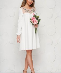 StarShinerS rochie alba brodata cu croi larg din stofa neelastica subtire captusita pe interior