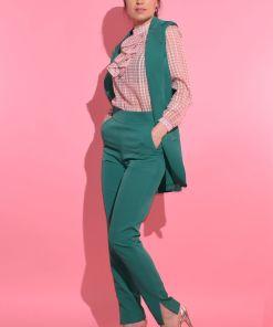 Vesta verde cu buzunare laterale si inchidere cu nasture