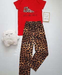 Pijama dama ieftina bumbac lunga cu pantaloni animal print si tricou rosu cu imprimeu Tenis Just like this