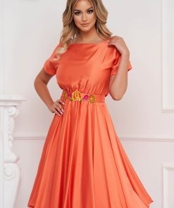 Rochie StarShinerS portocalie asimetrica de ocazie din material fluid usor lucios cu broderie florala