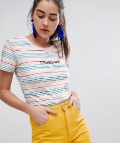 New Look - T-Shirt mit Schriftzug und Regenbogenstreifen - Weiß