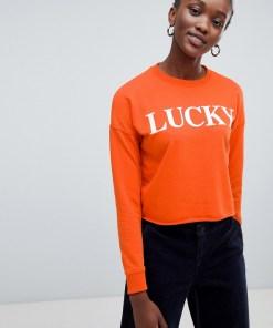 """New Look - Kurzer Pullover mit """"Lucky""""-Slogan - Orange"""