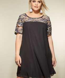 GroBe Größen Lovedrobe LOVEDRPBE Schwarzes Kleid mit Spitze