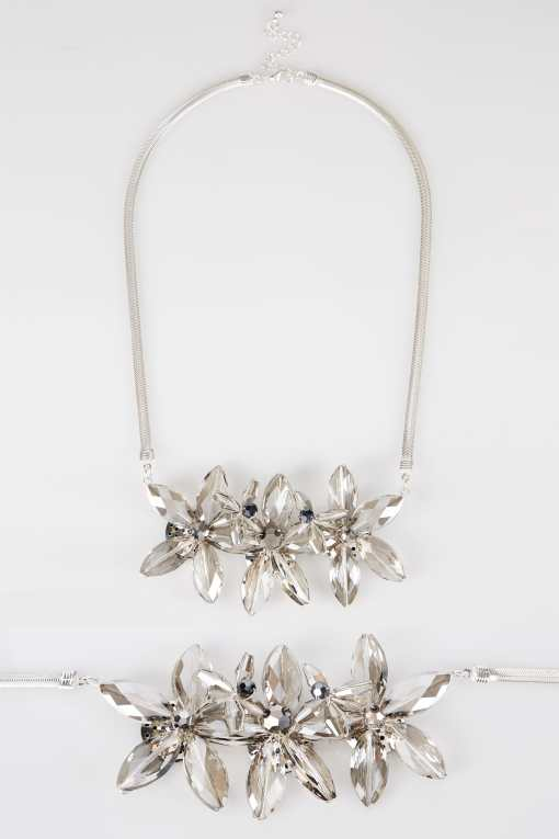 Silberne Blumenkette mit Strasssteinen YC