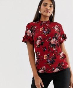 Oasis - Hochgeschlossene Bluse in Rot geblümt mit Flügelärmeln mit Rüschen - Rosa