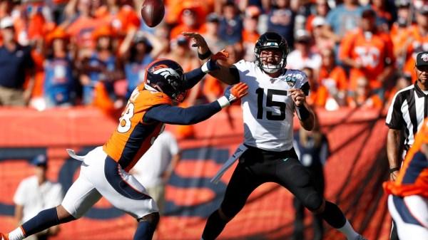 Von Miller sacks, Joe Flacco TD passes lift Broncos to 17-6 halftime lead